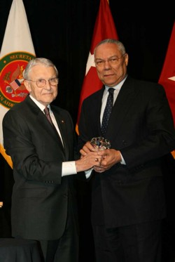Lt. Gen. Robert Arter (U.S. Army, Ret.), chairman of the Command and General Staff College Foundation, presents Colin L. Powell with the CGSC Foundation Distinguished Leadership Award on April 28, 2008. (photo by Bill Kennedy)
