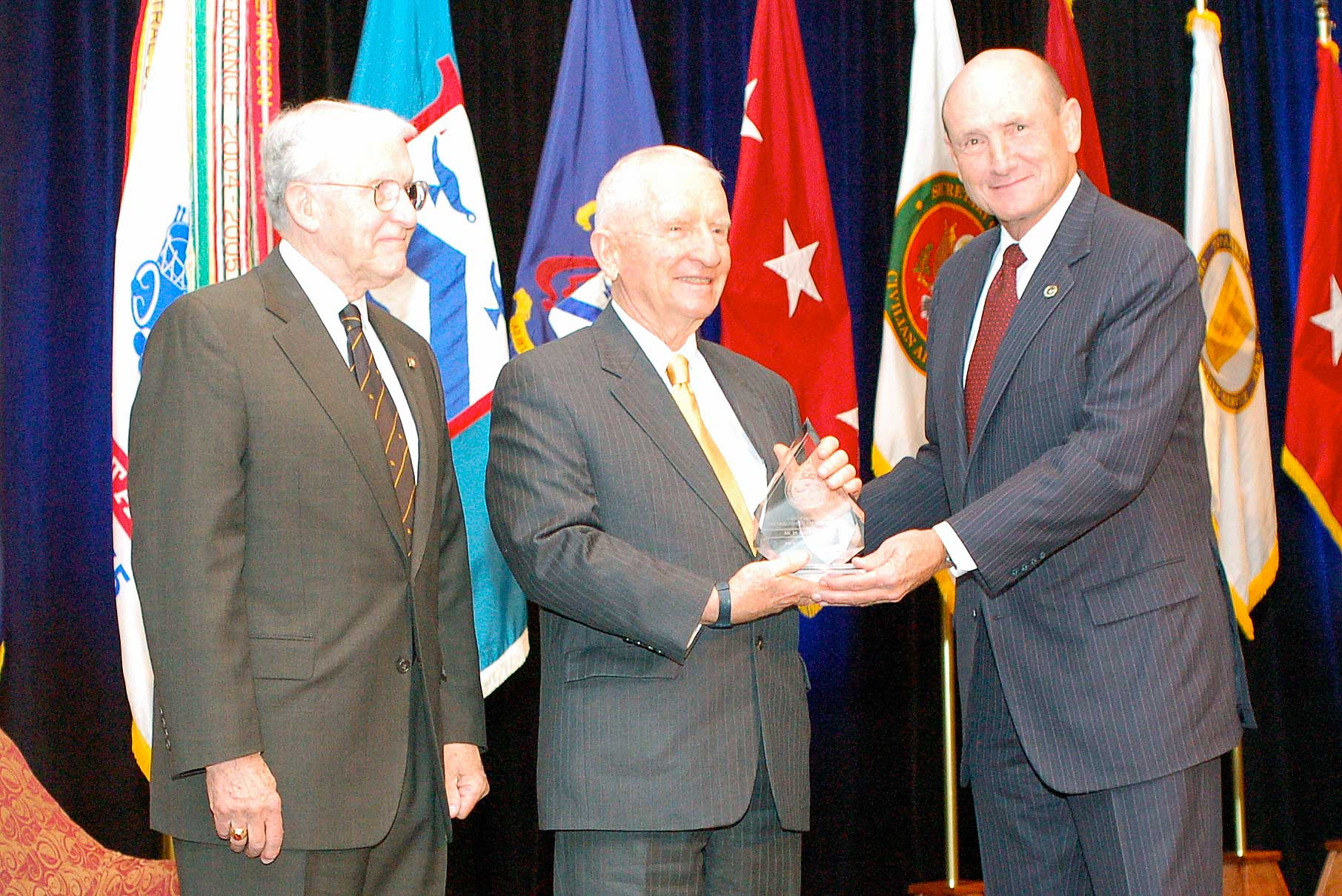 Mr. Ross Perot receives the CGSC Foundation 2010 Distinguished Leadership Award from Foundation President Hyrum Smith, right, and Foundation Chairman Lt. Gen. (Ret.) Robert Arter, left. (photo by Mark H. Wiggins)