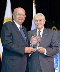 Foundation presents General Sullivan with  2009 Distinguished Leadership Award