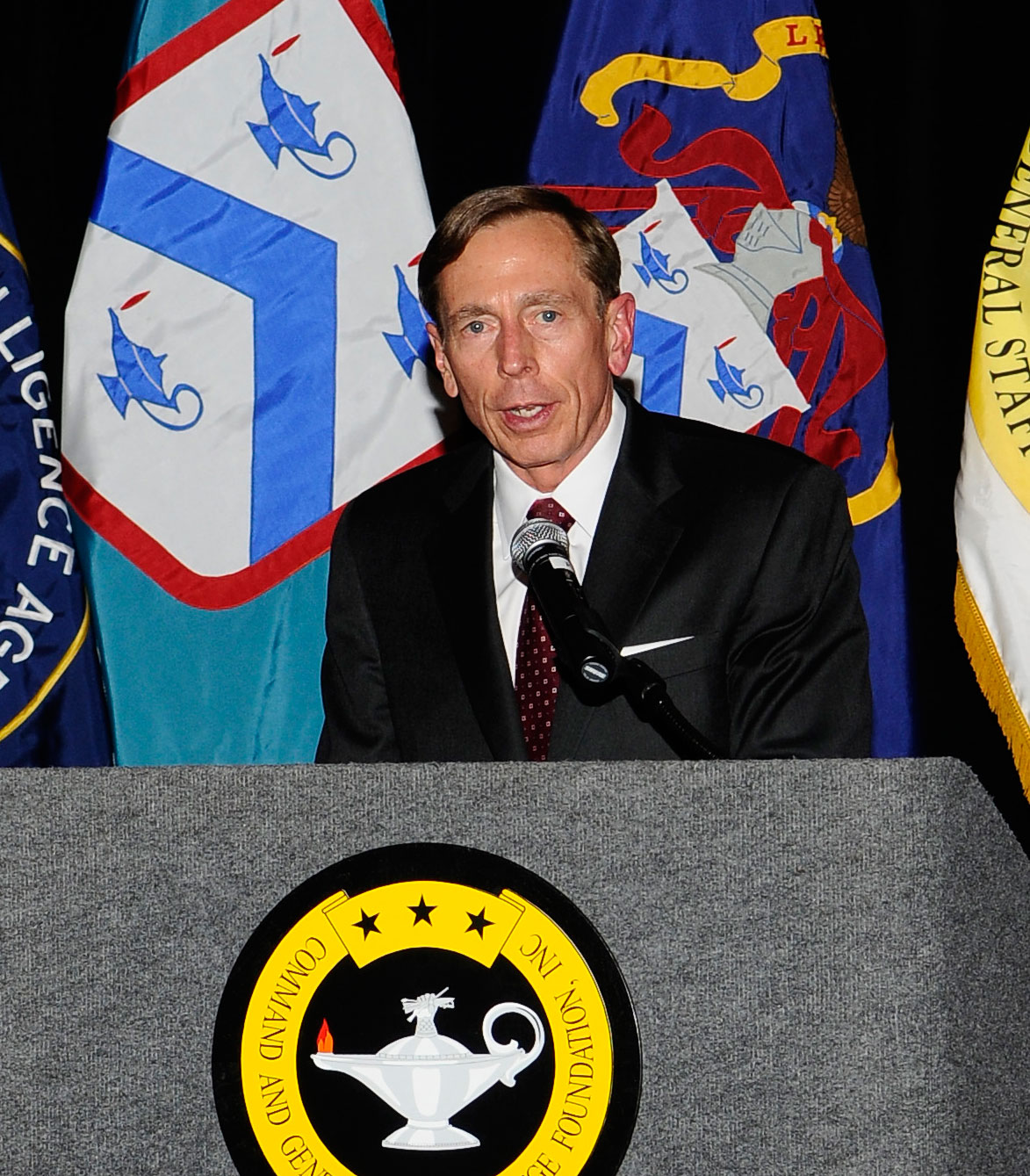 Foundation presents retired General David H. Petraeus with 2012 Distinguished Leadership Award