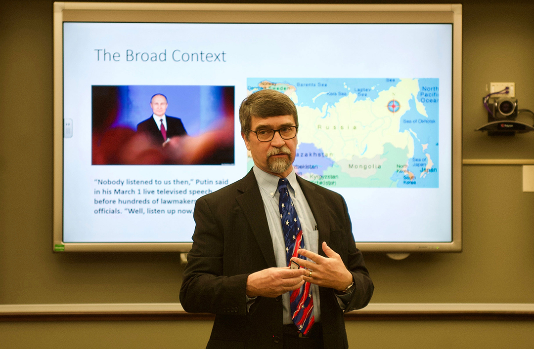 Professor Mark Wilcox from CGSC's Department of Joint, Interagency and Multinational Operations provides the group with an information briefing on Russian-U.S. security interests during their visit to CGSC March 7, 2019.
