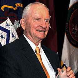 Throwback Thursday: Ross Perot receives CGSC Foundation's Distinguished Leadership Award