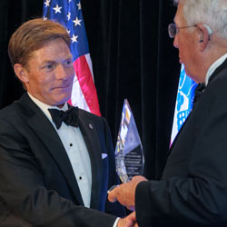 Throwback Thursday: Fisher House chairman receives CGSC Foundation's Distinguished Leadership Award